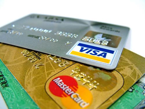 Miben különböznek a hitelkártyák a bankkártyáktól?