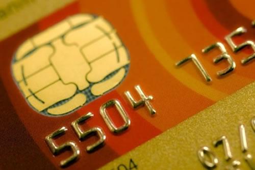 Nőtt a hitelkártya-használók száma, de még mindig a készpénzre esküszünk